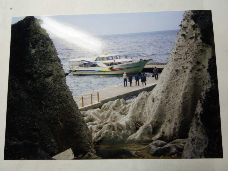 仏ケ浦の船着き場を望む 2010年(筆者写す)