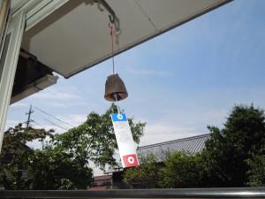 軒下で響く南部鉄の風鈴